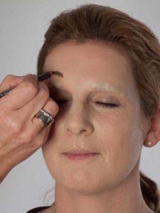 Katzenberger - schminken und Kostüm für Karneval selber machen - Stirnbrauen 1