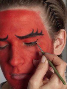 Teufel - klassische Variante in rot schminken Lidstrich 1