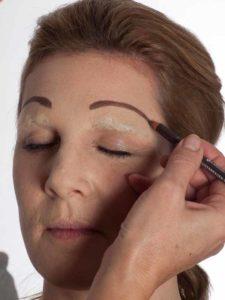 Katzenberger - schminken und Kostüm für Karneval selber machen - Stirnbrauen 2