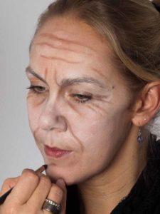 Als -alte Frau- für Karneval oder Mottoparty schminken - Kinn