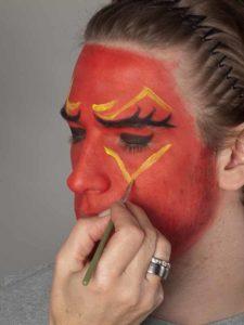 Teufel - klassische Variante in rot schminken gelbe Ornamente 1