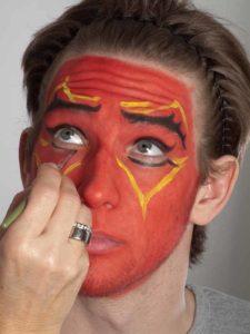 Teufel - klassische Variante in rot schminken gelbe Ornamente 2