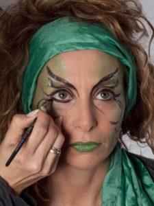 Als zauberhafte Fee für Karneval schminken - Lidstrich