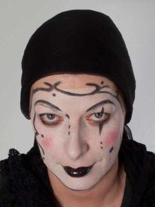 Pierrot trauriger clown schminkanleitung kost m for Clown schminktipps