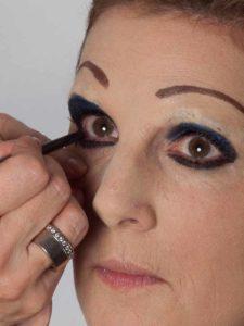 Katzenberger - schminken und Kostüm für Karneval selber machen - Kajalstrich