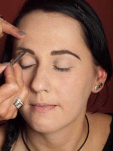 Dita von Teese - Make up Look schminken - Augenbrauen schminken 2