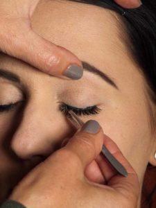 Dita von Teese - Make up Look schminken - künstliche Wimpern 2
