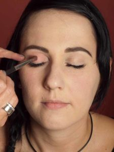 Dita von Teese - Make up Look schminken - Lidschatten 1