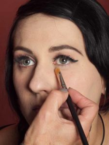 Dita von Teese - Make up Look schminken Lidschatten unteres Augenlid 1