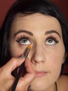 Dita von Teese - Make up Look schminken Lidschatten unteres Augenlid 2