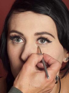 Dita von Teese - Make up Look schminken Concealer