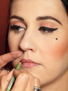 Dita von Teese - Make up Look schminken - Lippen schminken 1