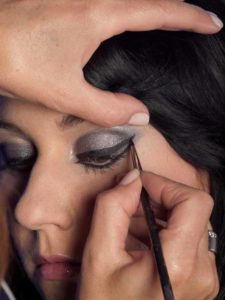 Cat Eyes Make up Look schminken - Eyeliner unteres Augenlid