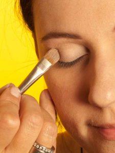 Katy Perry Make up Look schminken - Lidschatten grundieren