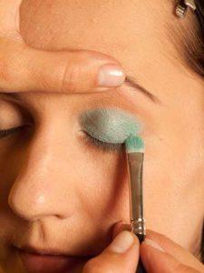 Katy Perry Make up Look schminken - Türkisfarbener Lidschatten 1