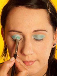 Katy Perry Make up Look schminken - Türkisfarbener Lidschatten 2