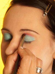 Katy Perry Make up Look schminken - Pinker Lidschatten 1
