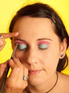 Katy Perry Make up Look schminken - Pinker Lidschatten 2