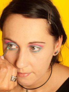 Katy Perry Make up Look schminken - Lidschatten unteres Augenlid