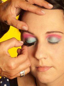 Katy Perry Make up Look schminken - Künstliche Wimpern 1