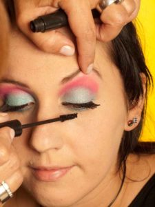 Katy Perry Make up Look schminken - Wimpern tuschen 1