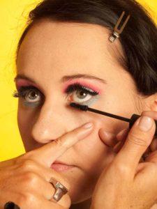 Katy Perry Make up Look schminken - Wimpern tuschen 2