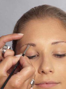 06 Sylvie van der Vaart Make up Augenbrauen 2 225x300 Sylvie van der Vaart Make up   Schminkanleitung