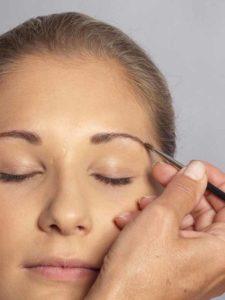 07 Sylvie van der Vaart Make up Augenbrauen 2 225x300 Sylvie van der Vaart Make up   Schminkanleitung