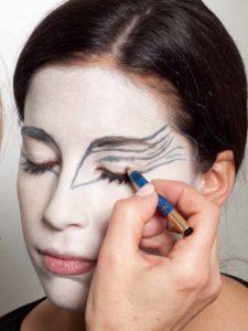 Black Swan Look & Kostüm - Augen Make up vorzeichnen 1