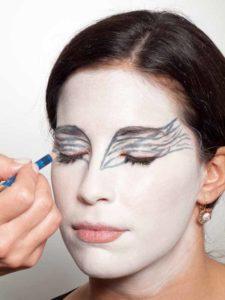 Black Swan Look & Kostüm - Augen Make up vorzeichnen 2