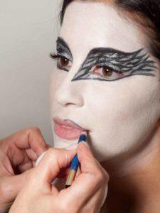 Black Swan Look & Kostüm - Lippen vorzeichnen 1