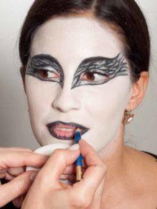 Black Swan Look & Kostüm - Lippen vorzeichnen 2