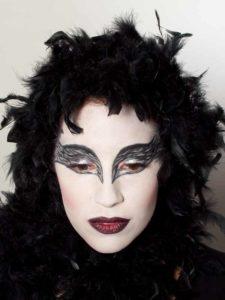 Black Swan Look & Kostüm - Federn im Haar 2