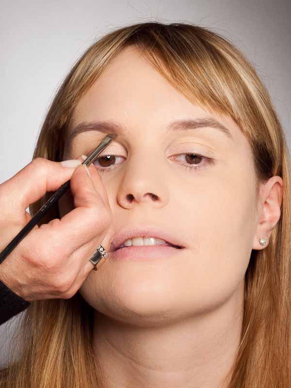 Grüner Lidschatten Look für alle Gelegenheiten - Augenbrauen 1