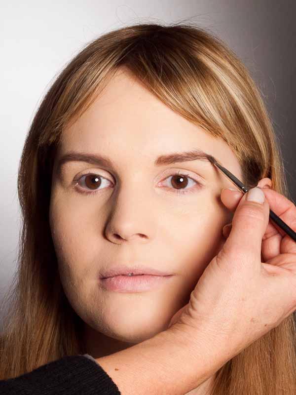Grüner Lidschatten Look für alle Gelegenheiten - Augenbrauen 2