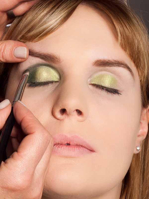 Grüner Lidschatten Look für alle Gelegenheiten - dunkler grüner Lidschatten 1