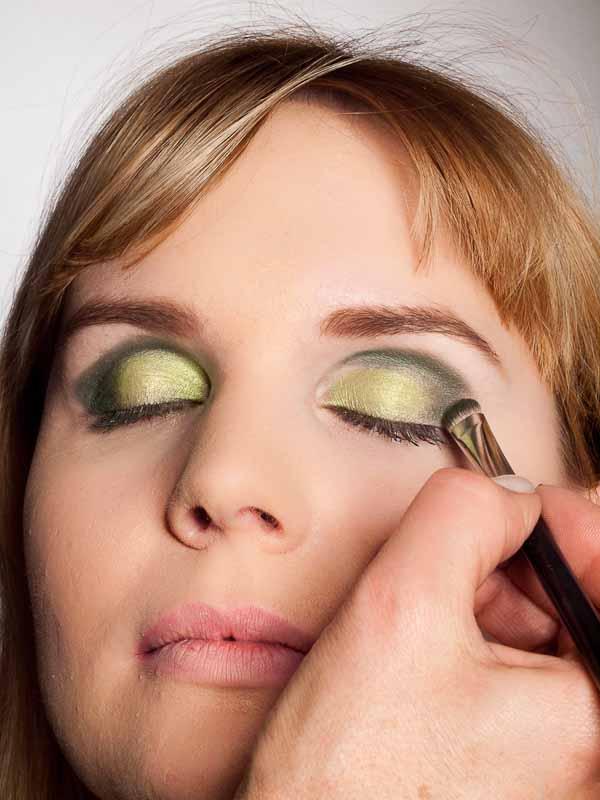 Grüner Lidschatten Look für alle Gelegenheiten - dunkler grüner Lidschatten 2