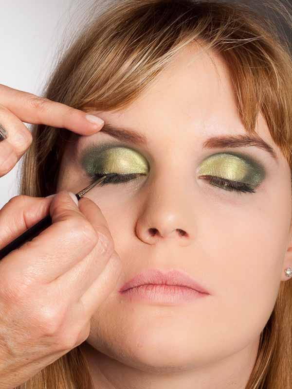Grüner Lidschatten Look für alle Gelegenheiten - Wimpernrand 1