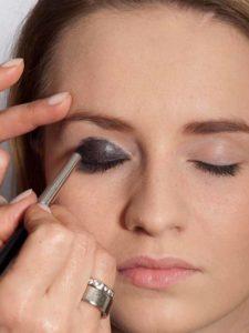 Smokey Eyes Für Blaue Augen Und Blonde Haare Anleitung