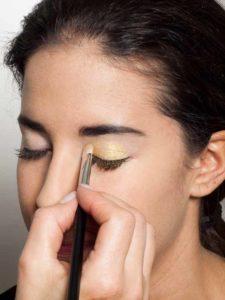Golden Eyes Look für alle Gelegenheiten - heller Lidschatten 1