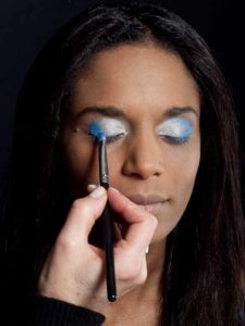 Motsi Mabuse Make up Look - Dunkelblauer Lidschatten 1
