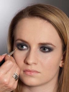 Aktueller Smokey Eyes Look  - Concealer 2