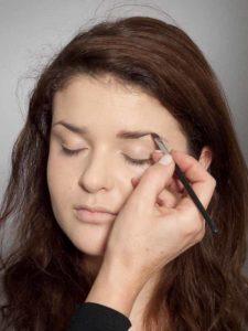 Adele Make up Look - Augenbrauen 1
