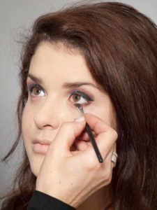 Adele Make up Look - Unterer Wimpernrand 1