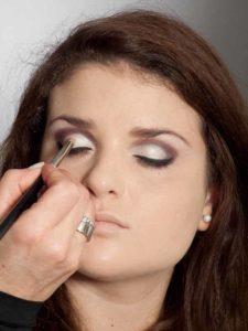 Adele Make up Look - Highlighter auf den Augenlidern 1