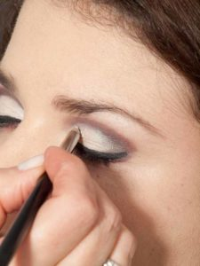 Adele Make up Look - Highlighter auf den Augenlidern 2