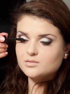 Adele Make up Look - Wimpern tuschen 1