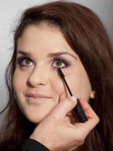 Adele Make up Look - Wimpern tuschen 2
