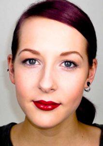 Leichtes aber dennoch ausdrucksstarkes Make up für eine junge Frau