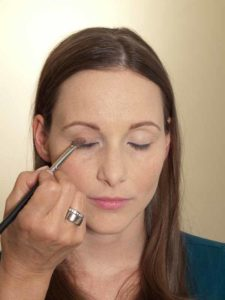 Business Make up Look - Lidschatten auftragen 1